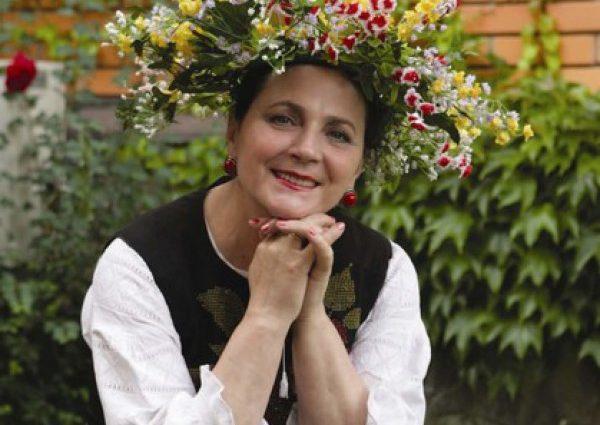 Ніна Матвієнко в свої 70 займається повітряною йогою (ФОТО)
