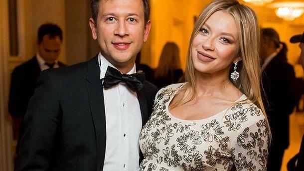 Поліна Логунова показала фото з маленькою донечкою із стильної фотосесії
