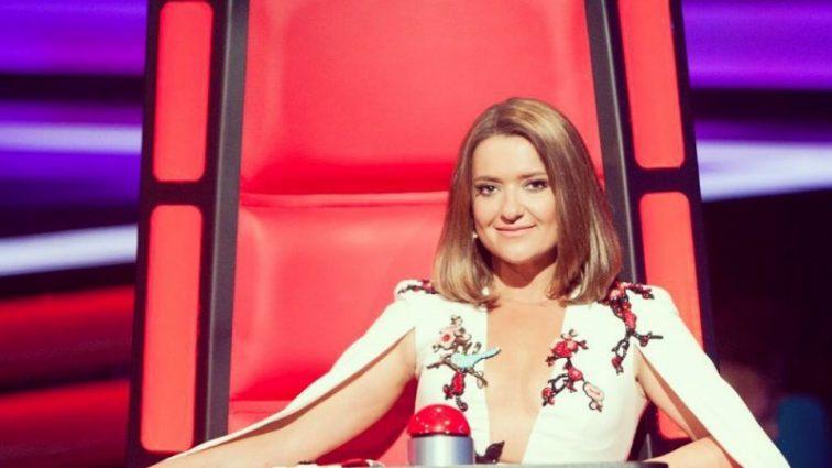 Наталія Могилевська приголомшила ефектною сукнею з оголеною спиною