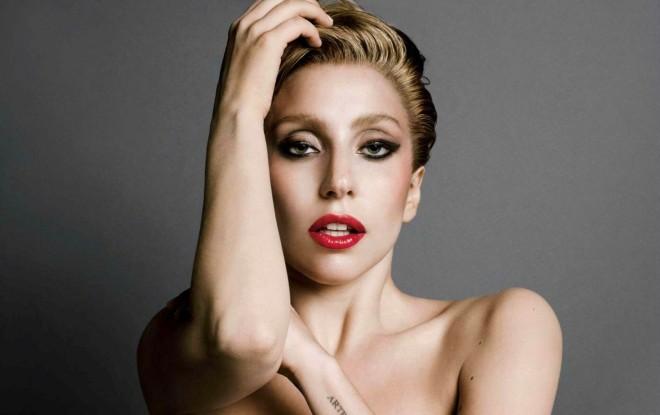 Епатажна американська співачка Леді Гага вперше показала нового бойфренда