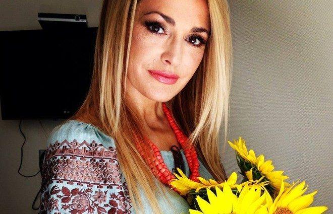 Ольга Сумська захопила своїм стильним аутфітом з шкіряною курткою