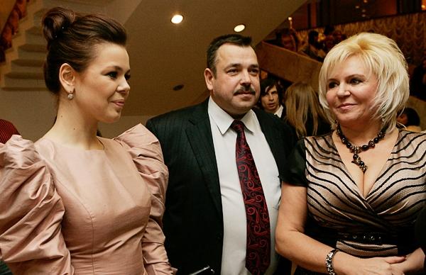 Ірина Білик  та Павло Зібров стали хресними батьками молодшого брата Аліни Гросу: опубліковані перші фото
