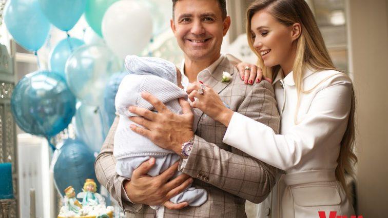 Досліджує тата: Тищенко показав милі фото зі своїм маленьким сином