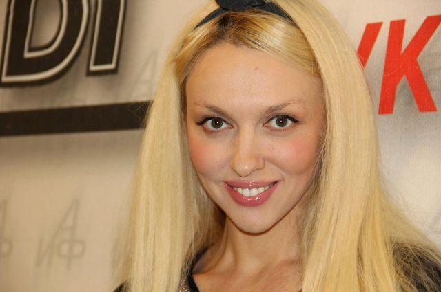 Суперблондинка Оля Полякова розповіла, як чоловік відноситься до її відвертих фотосесій