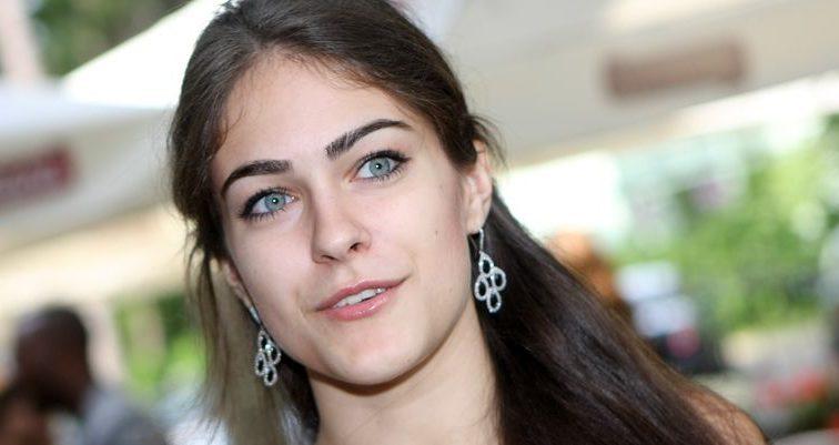 «Підкреслила бюст…»: Собко показала фото в ефектному червоному платті