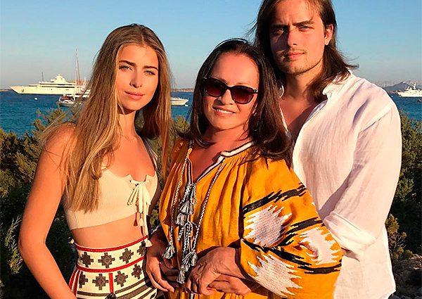 Внучка Софії Ротару вразила стильною вишиванкою