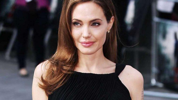 Щаслива Анджеліна Джолі показала фігуру в чорній сукні
