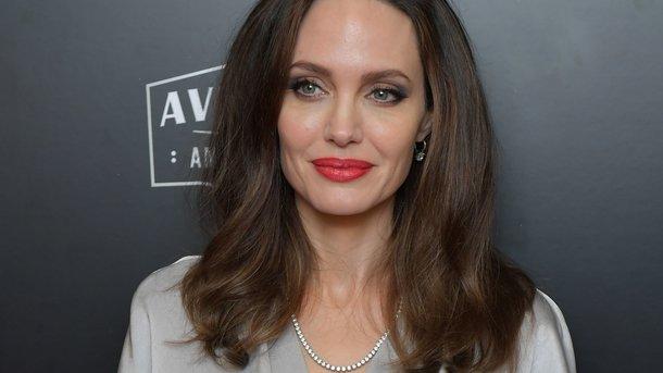У неї очі горять! : Анджеліна Джолі не перестає дивувати шанувальників своєю красою