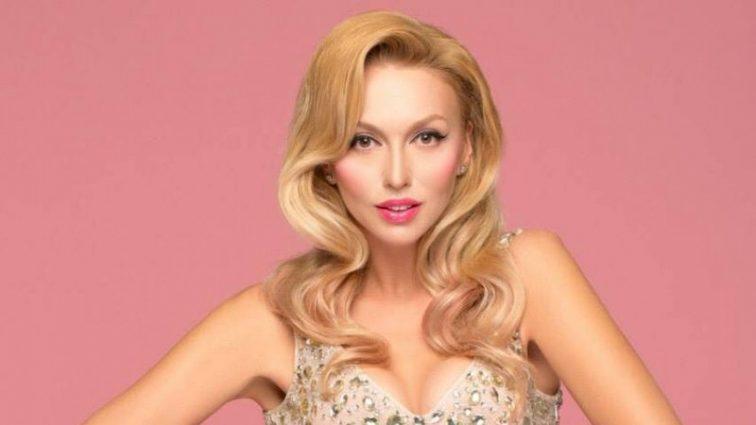 Дівчата дуже схожі на зіркову матусю: Полякова показала нове сімейне фото