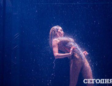 На ній є одяг? Віра Брежнєва приголомшила «костюмом Єви» на сцені палацу «Україна»