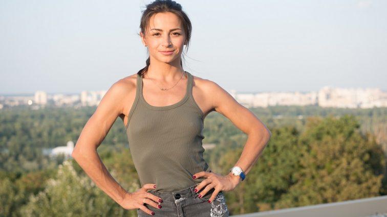«Красива пара!»: Ілона Гвоздьова вийшла в світ з чоловіком і донькою