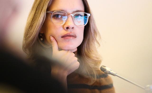 «В золотій шовковій сорочці..»: Наталя Водянова взяла участь у відвертій фотосесії