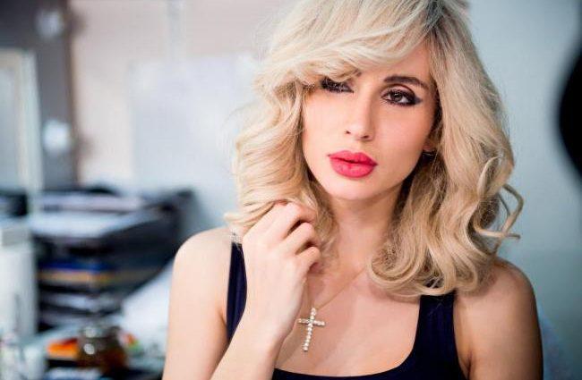 «З одного секонд хенду»: Світлана Лобода окунфузилась на концерті