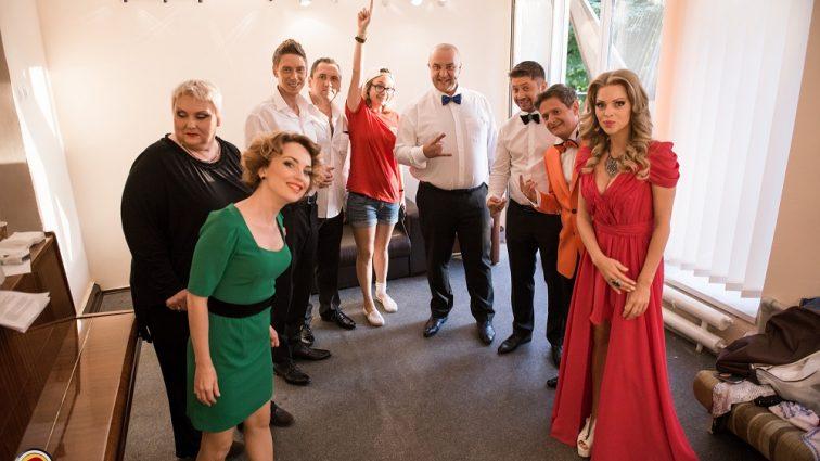 Жінки «Дизель шоу» заспівали нову пікантну пісню про домагання