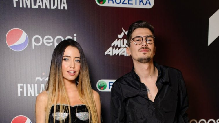 «M1 Music Awards 2017»: найстильніші образи зірок з червоної доріжки