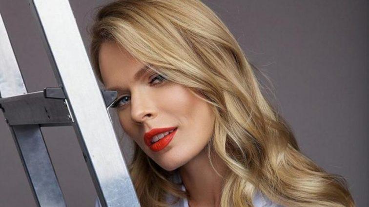 Ще та спокусниця: Ольга Фреймут показала фото у напівпрозорому пеньюарі і з новою зачіскою