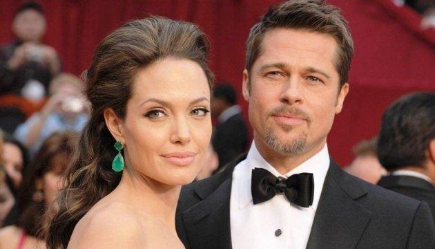 Знову разом? Анджеліна Джолі і Бред Пітт зустрічають Різдво у колі сім'ї