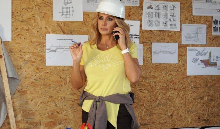 Хіба ж їй можна на будівництво? Оксана Марченко показала округлий животик в картатому комбінезоні