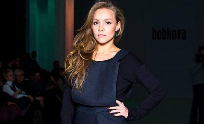 Пристрасна Олена Шоптенко з'явилася на публіці у яскравій сукні