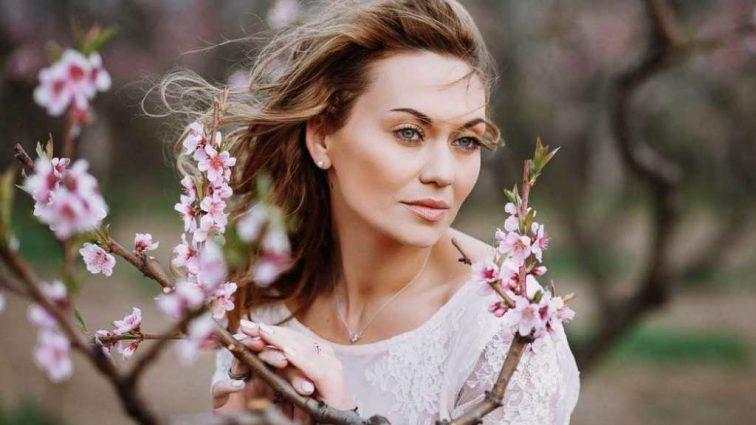 «Ми завжди утрьох»: А ви бачили чоловіка «української Анджеліни Джолі» Анни Саліванчук? Оце так красень