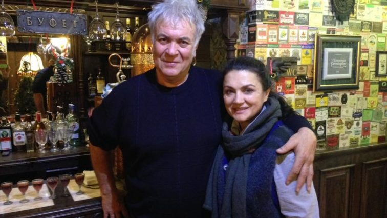 «Він — серцеїд, а вона красуня телеведуча»: Чому Сумська і Хостікоєв одружились лише через 10 років спільного життя, уже виховуючи сина