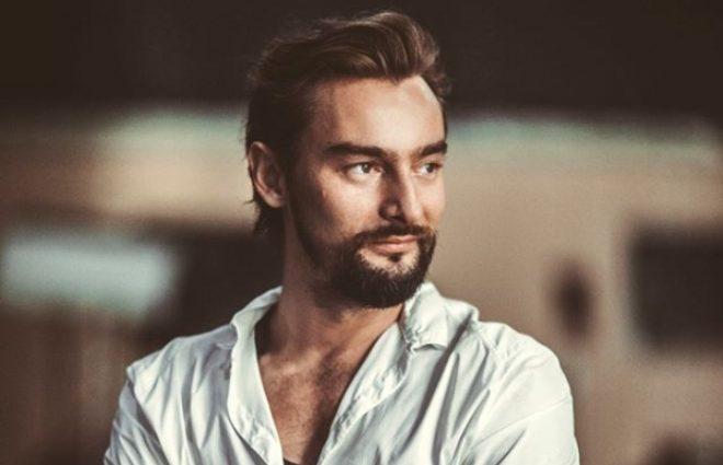 З цигаркою і келихом: Алан Бадоєв стурбував шанувальників своїм виглядом
