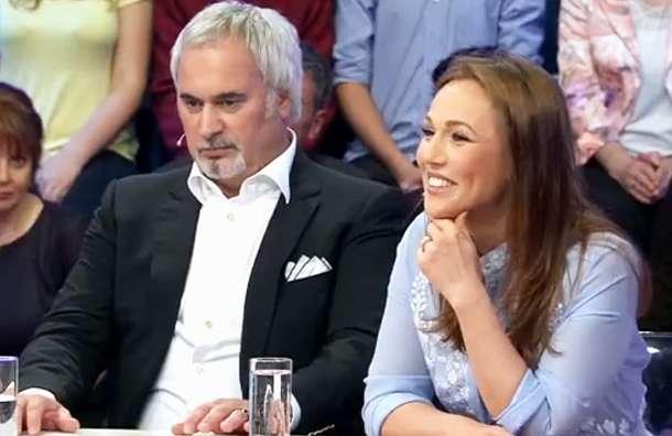 «Цей кокетливий погляд, а посмішка…»: Джанабаєва показала спокусливу фігуру в новому платті