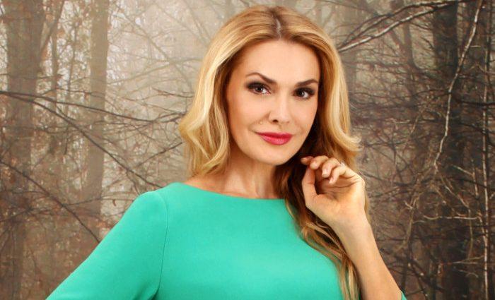 Просто розкіш! Ольга Сумська вразила розкішною сорочкою в українському стилі і стильними бусами