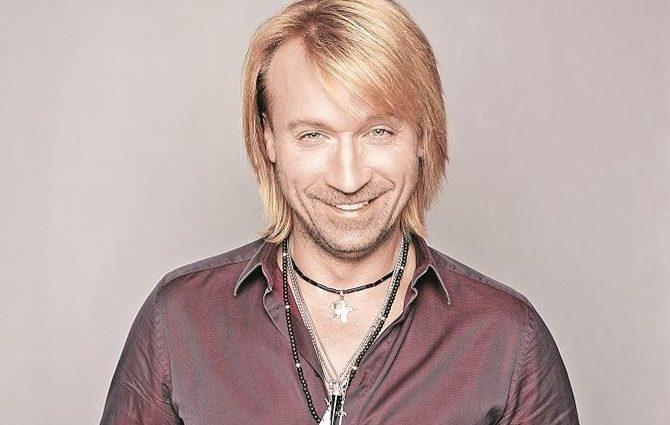 «У розстібнутій сорочці і з новою зачіскою»: Олег Винник прикрасив обкладинку модного глянцю