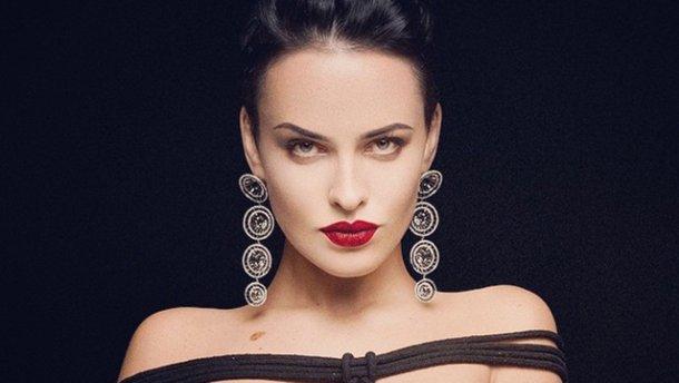 «Дуже спокуслива, а талія яка»: Даша Астаф'єва показала струнку фігуру в обтягуючій сукні