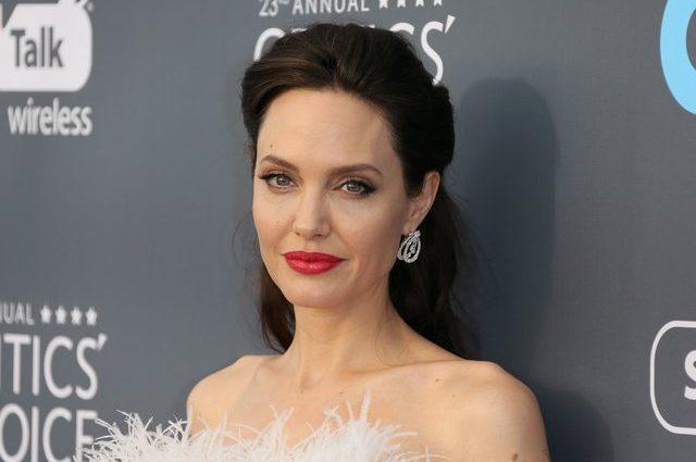 «Неземна жінка»: Анджеліна Джолі в білій сукні викликала фурор