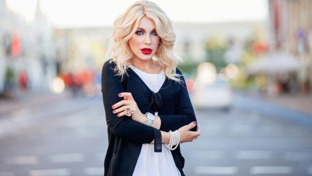 «Народна в латексі»: Травесті-діва Монро засудила реакцію Тіни Кароль щодо Зіанджи — екс Бориса Апреля