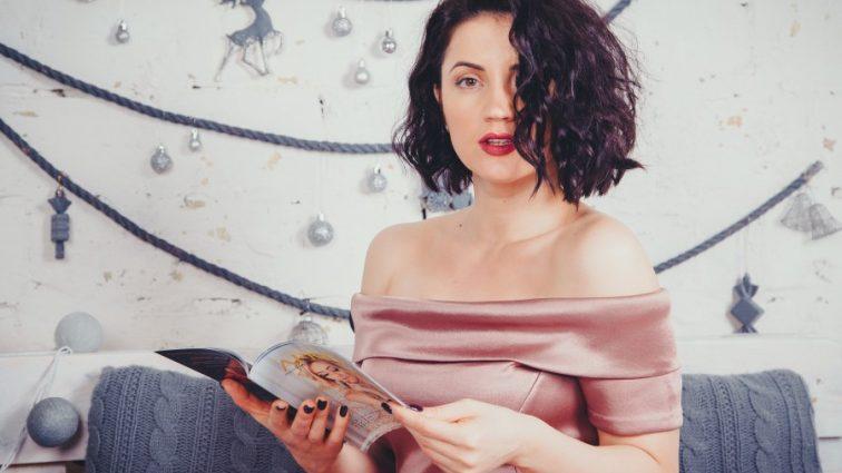 Плаття-халат: Цибульська показала спокусливу фігуру