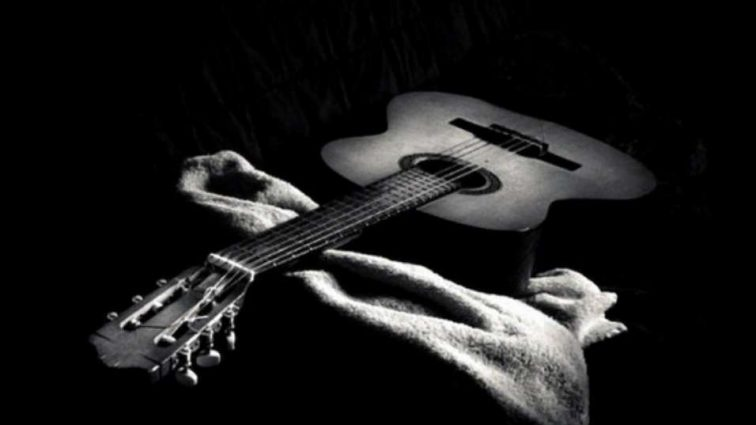 «Ми з болем в серці повідомляємо цю новину»: Померла легендарна зірка і талановитий гітарист