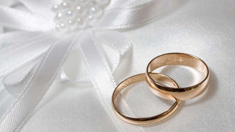 «Замість сукні …»: Весілля популярної супермоделі і відомого продюсера підірвало інтернет