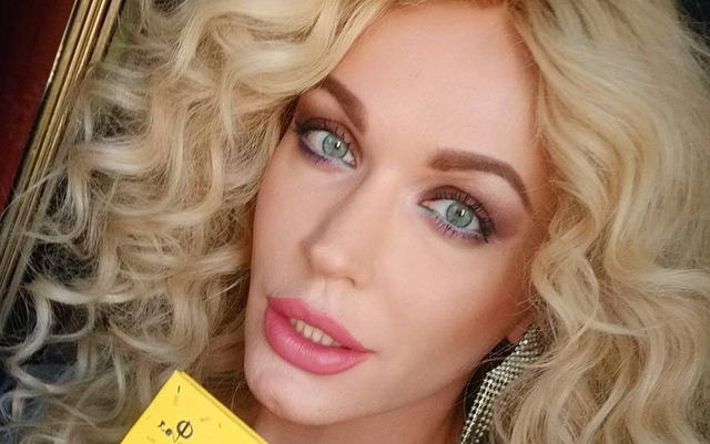 Вже не блондинка і схожа на чоловіка! Травесті-діва Монро кардинально змінила імідж