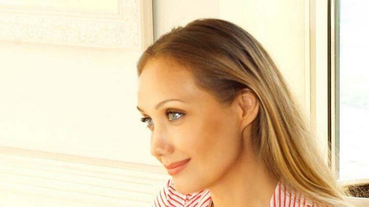 Почала розквітати! З'явилося нове фото Євгенії Власової після операції в ніжній весняній сукні