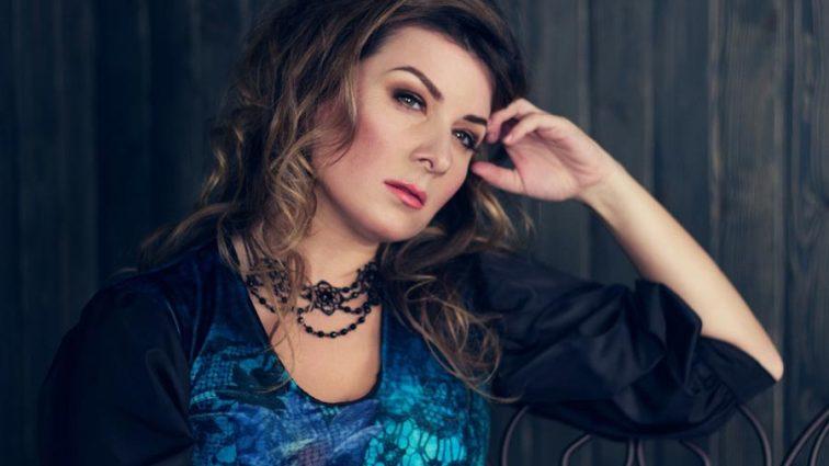 Як завжди стильна: Жанна Бадоєва вразила зимовим луком