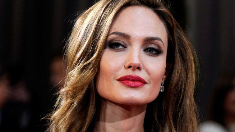 У Анджеліни Джолі новий роман. Ви тільки погляньте на цього красеня
