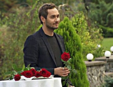 Несподіванка для всіх: Як закінчилася третя церемонія троянд на шоу «Холостяк»
