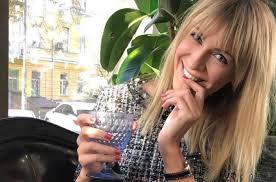 Просто і стильно: Леся Нікітюк порадувала прихильників весняним образом
