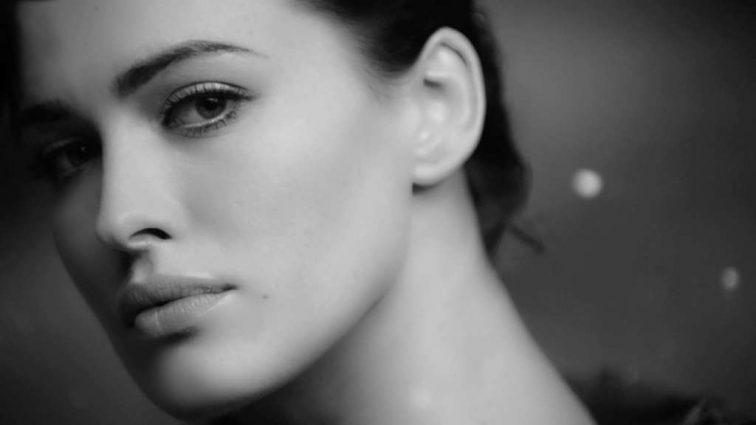Даша Астаф'єва заінтригувала прихильників відвертою фотосесією. Чому співачка видалила фото?
