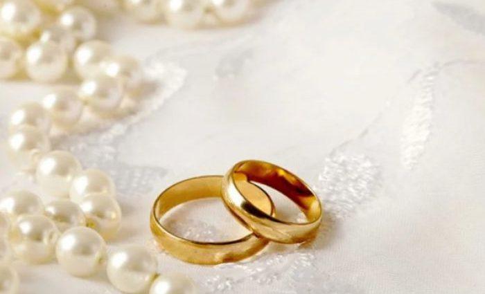 Вагітна співачка вдруге відіграла весілля: Кадри з церемонії