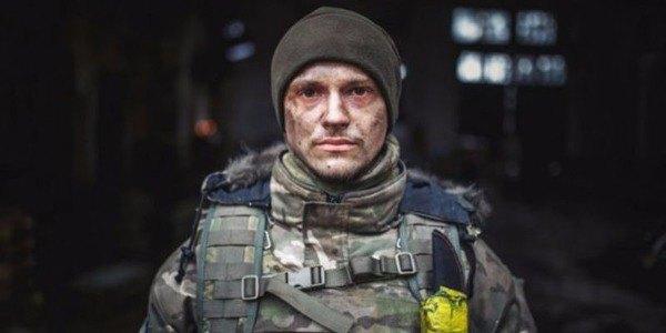 «Мажор» з Кіборгів і завидний холостяк: Все про найперспективнішого актора України Макара Тихомирова