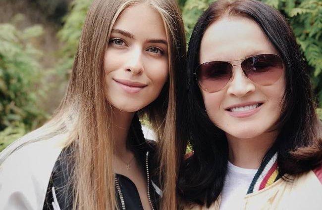 По-багатому: Соня Євдокименко з'явилася на вечірці в блискучому міні за 3800 євро