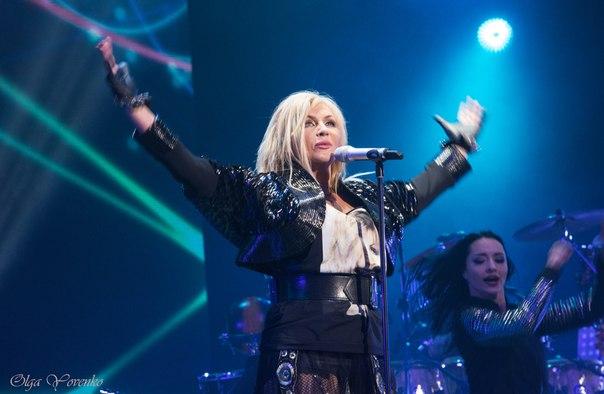«Тягнули за ногу»: На концерті Білик ледь не побили її найвірнішого фаната
