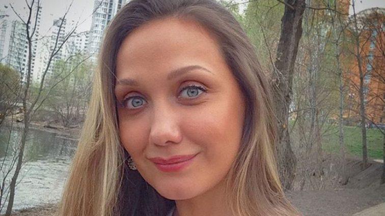 «Вони такі схожі»: Євгенія Власова показала архівне фото з мамою і братом