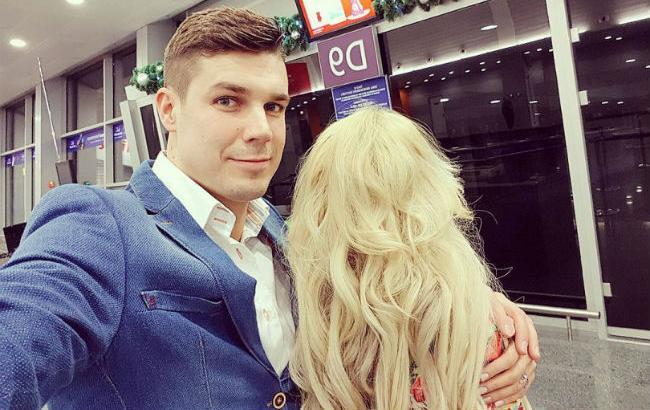 «Зіграв весілля з таємничою блондинкою і вже став батьком»: У Мережі розкрили деталі особистого життя екс-холостяка Черкасова