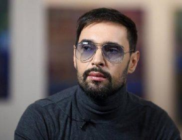 «Чому він хоче виступати у такій компанії…»: В Україні вибухнув справжній скандал, через оголошення про концерт Віталія Козловського