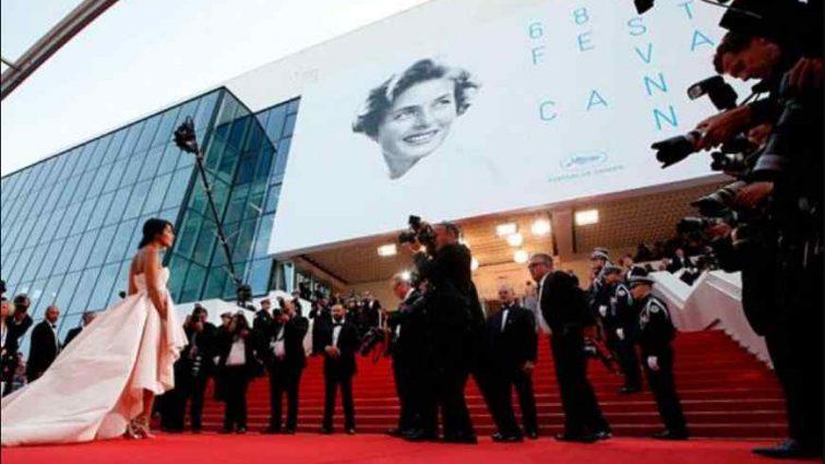 Уже не вперше: Відома голлівудська актриса осоромилася на червоній доріжці